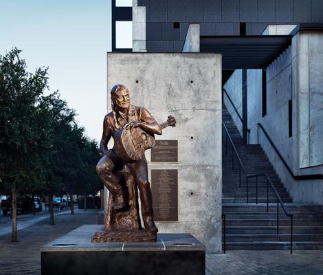 Willie_Nelson_Statue